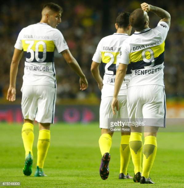 Dario Benedetto of Boca Juniors celebrates with teammates Rodrigo Bentancur and Gonzalo Maroni after scoring the first goal of his team during a...