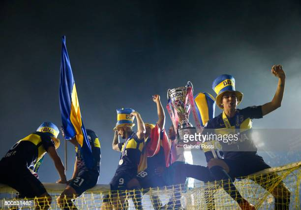 Dario Benedetto of Boca Juniors lifts the champions trophy to celebrate after a match between Boca Juniors and Union as part of Torneo Primera...