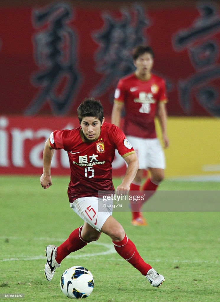 Dario Conca of Guangzhou Evergrande in action during the AFC Champions League Semi Final Second Round match between Guangzhou Evergrande and Kashiwa...