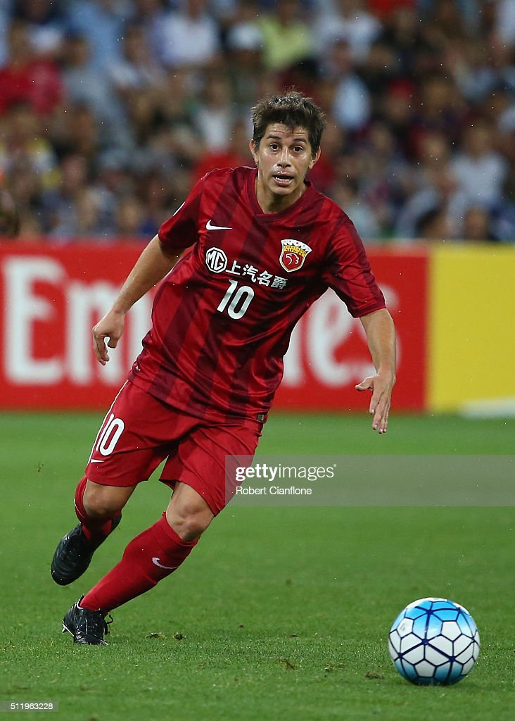 Dario Conca of Shanghai SIPG controls the ball during the AFC Asian Champions League match between Melbourne Victory and Shanghai Sipg at AAMI Park...