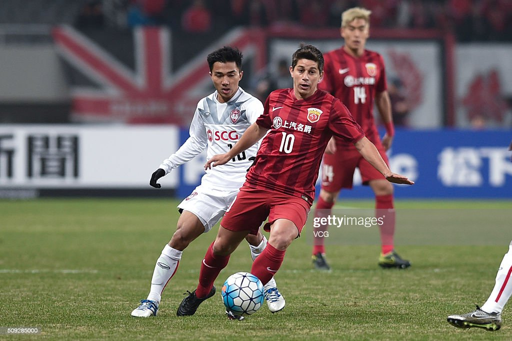 Dario Conca of Shanghai SIPG drives the ball during the AFC Champions League playoff match between Shanghai SIPG and Muangthong United at Shanghai...