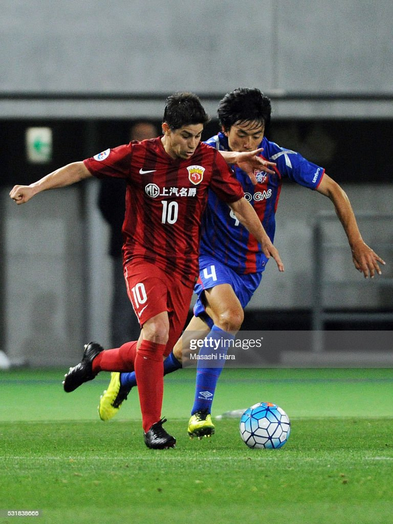 Dario Leonardo Conca of Shanghai SIPG in action during the AFC Champions League Round of 16 First Leg match between FC Tokyo and Shanghai SIPG at the...
