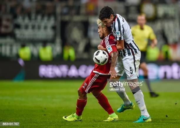 Dario Lezcano im Zweikampf mit Jesus Vallejo waehrend dem Fussball Bundesliga Spiel FC Ingolstadt 04 gegen Eintracht Frankfurt am 4 Spieltag der...