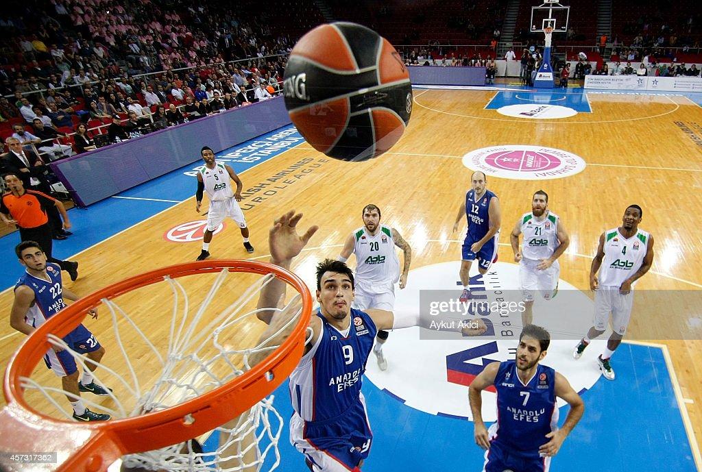 Dario Saric #9 of Anadolu Efes Istanbul in action during the 20142015 Turkish Airlines Euroleague Basketball Regular Season Date 1 between Anadolu...