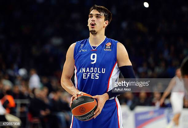 Dario Saric #9 of Anadolu Efes Istanbul in action during the 20142015 Turkish Airlines Euroleague Basketball Play Off Game 3 between Anadolu Efes...