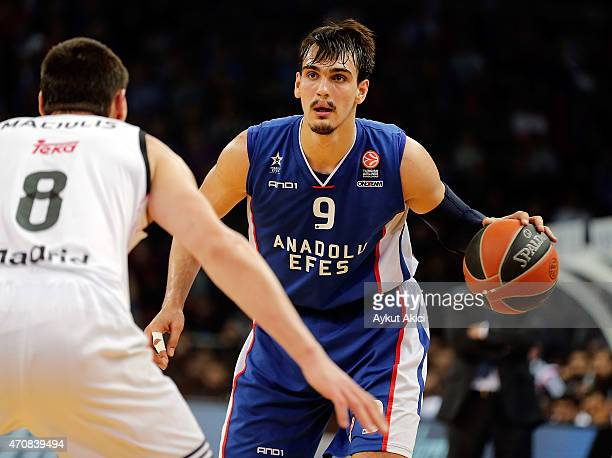 Dario Saric #9 of Anadolu Efes Istanbul in action during the 20142015 Turkish Airlines Euroleague Basketball Play Off Game 4 between Anadolu Efes...