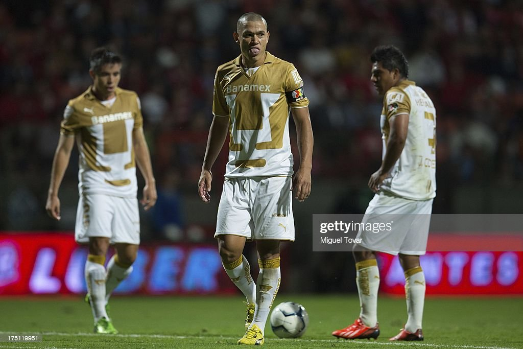 <a gi-track='captionPersonalityLinkClicked' href=/galleries/search?phrase=Dario+Veron&family=editorial&specificpeople=682124 ng-click='$event.stopPropagation()'>Dario Veron</a> of Pumas gestures during a match between Toluca and Pumas as part of the Torneo Apertura 2013 Liga MX at Nemesio Siez stadium, on July 31, 2013 in Toluca, Mexico.