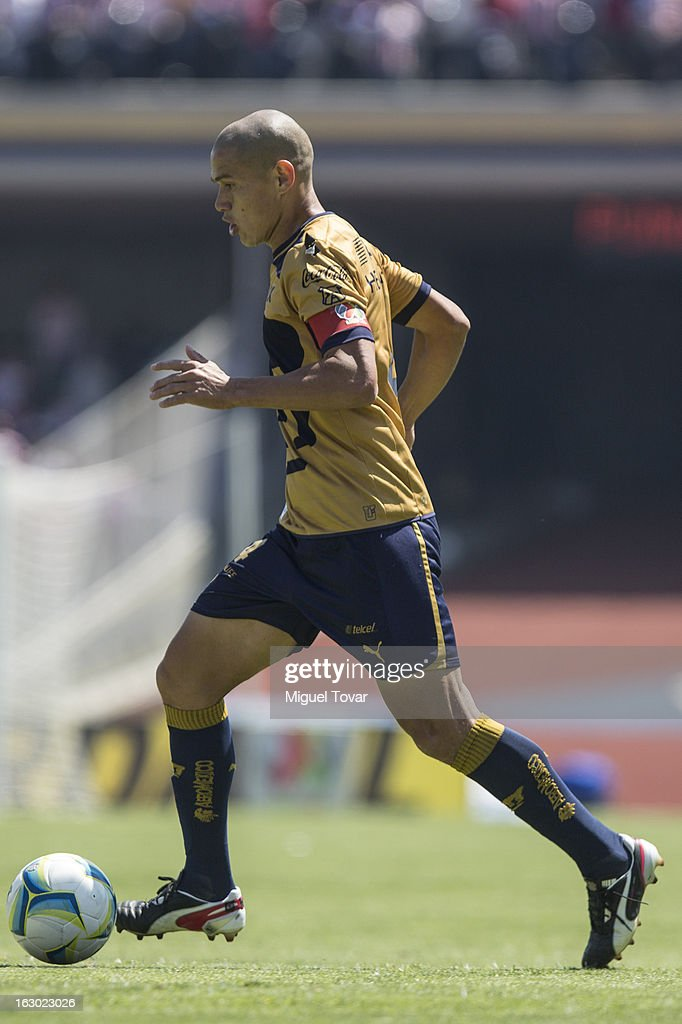 <a gi-track='captionPersonalityLinkClicked' href=/galleries/search?phrase=Dario+Veron&family=editorial&specificpeople=682124 ng-click='$event.stopPropagation()'>Dario Veron</a> of Pumas in action during a match between Pumas and Chivas as part of Clausura 2013 Liga MX at Olympic Stadium on March 03, 2013 in Mexico City, Mexico.