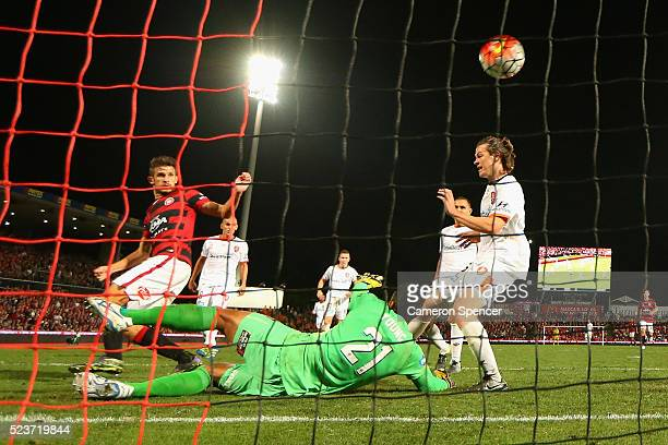 Dario Vidosic of the Wanderers scores a goal in extra time during the ALeague Semi Final match between the Western Sydney Wanderers and the Brisbane...