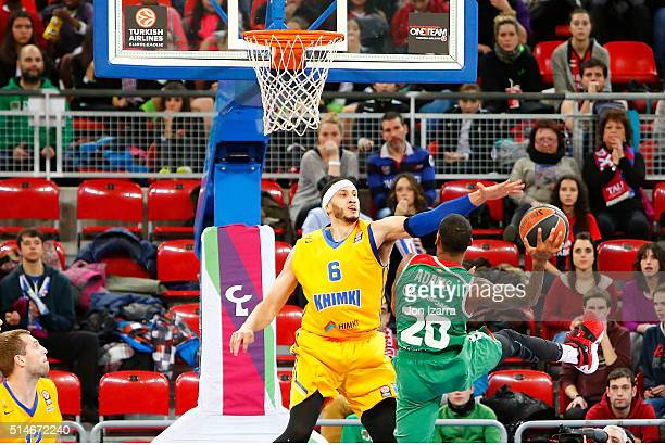 Darius Adams #20 of Laboral Kutxa Vitoria Gasteiz competes with Josh Boone #6 of Khimki Moscow Region during the 20152016 Turkish Airlines Euroleague...