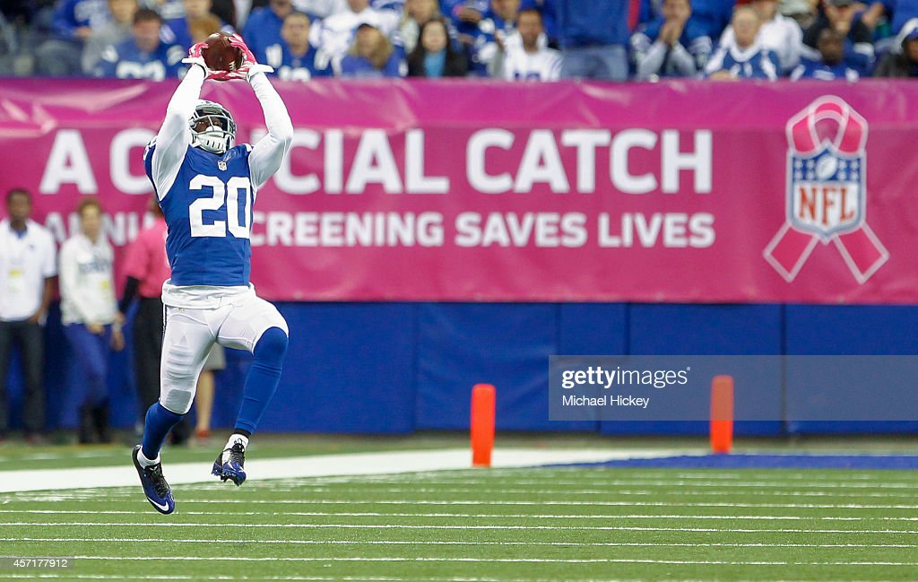 <a gi-track='captionPersonalityLinkClicked' href=/galleries/search?phrase=Darius+Butler&family=editorial&specificpeople=3967703 ng-click='$event.stopPropagation()'>Darius Butler</a> #20 of the Indianapolis Colts catches a pass during the game against the Baltimore Ravens at Lucas Oil Stadium on October 5, 2014 in Indianapolis, Indiana.