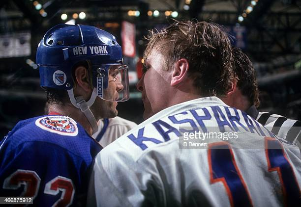 a5d79fe91 ... 11 Mike Darius Kasparaitis of the New York Islanders has some words  with Mike Gartner of the New Billiga Herr Reebok Washington Capitals ...