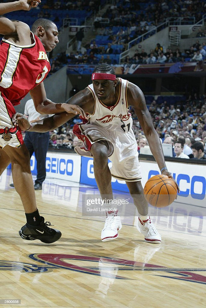 <a gi-track='captionPersonalityLinkClicked' href=/galleries/search?phrase=Darius+Miles&family=editorial&specificpeople=201702 ng-click='$event.stopPropagation()'>Darius Miles</a> #21 of the Cleveland Cavaliers drives to the hoop as he is covered by <a gi-track='captionPersonalityLinkClicked' href=/galleries/search?phrase=Shareef+Abdur-Rahim&family=editorial&specificpeople=201695 ng-click='$event.stopPropagation()'>Shareef Abdur-Rahim</a> #3 of the Atlanta Hawks during the game at Gund Arena on December 6, 2003 in Cleveland, Ohio. The Cavaliers won 94-80.