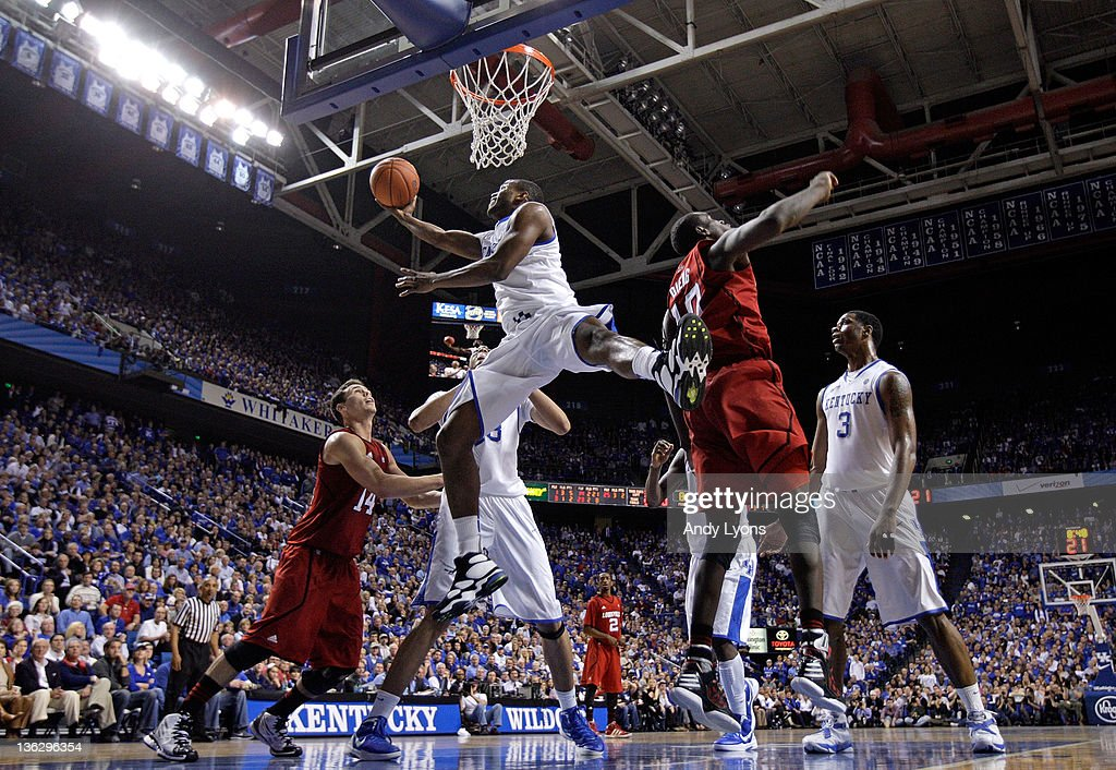 Darius Miller #1 of the Kentucky Wildcats shoots the ball during the game against the Louisville Cardinals at Rupp Arena on December 31, 2011 in Lexington, Kentucky.