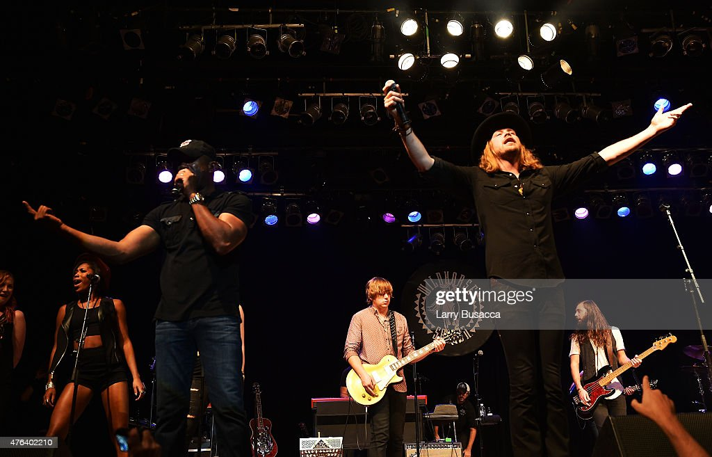 Darius Rucker Bill Satcher Michael Hobby Graham Deloach and Zach Brown of A Thousand Horses perform at the 6th Annual 'Darius And Friends' Concert at...