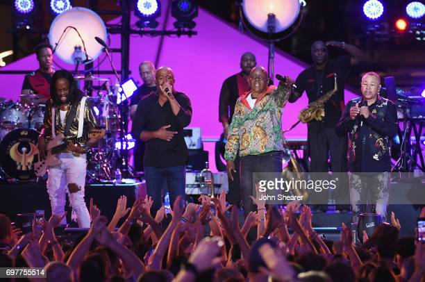 Darius Rucker performs onstage with Verdine White Philip Bailey and Ralph Johnson of Earth Wind Fire during CMT Crossroads Earth Wind Fire and...