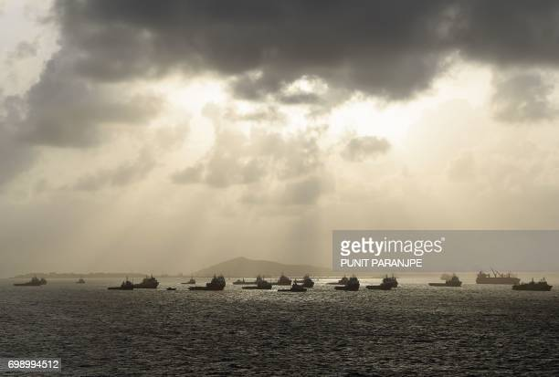 Dark clouds gather over Arabian sea during the monsoon near Mumbai harbour on June 21 2017 / AFP PHOTO / PUNIT PARANJPE