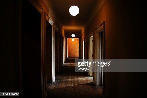 Dunkle gruselig Korridor