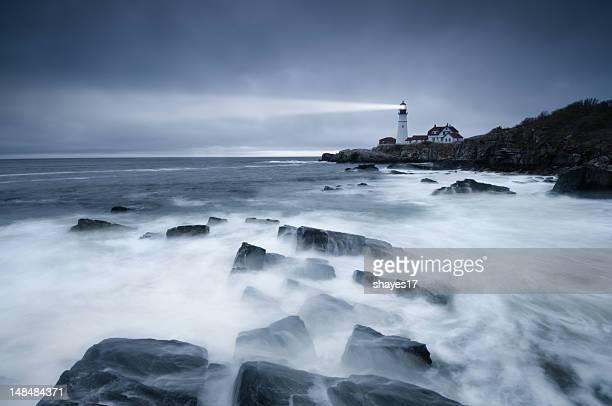 Dunkle Meer erleuchtet lighthouse