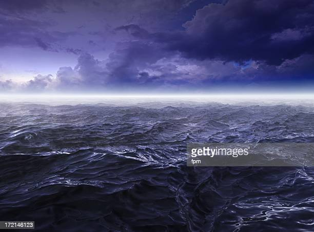 Oscuro aguas vehemente al mar en la noche