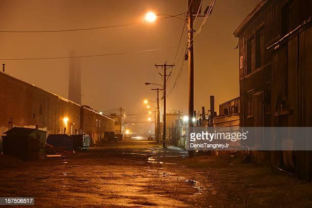 Route urbaine sombre