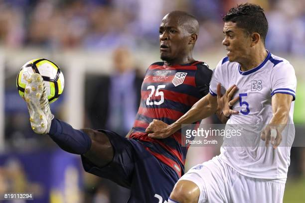 Darlington Nagbe of the United States controls the ball in front of Ivan Mancia of El Salvador in the second half during the 2017 CONCACAF Gold Cup...