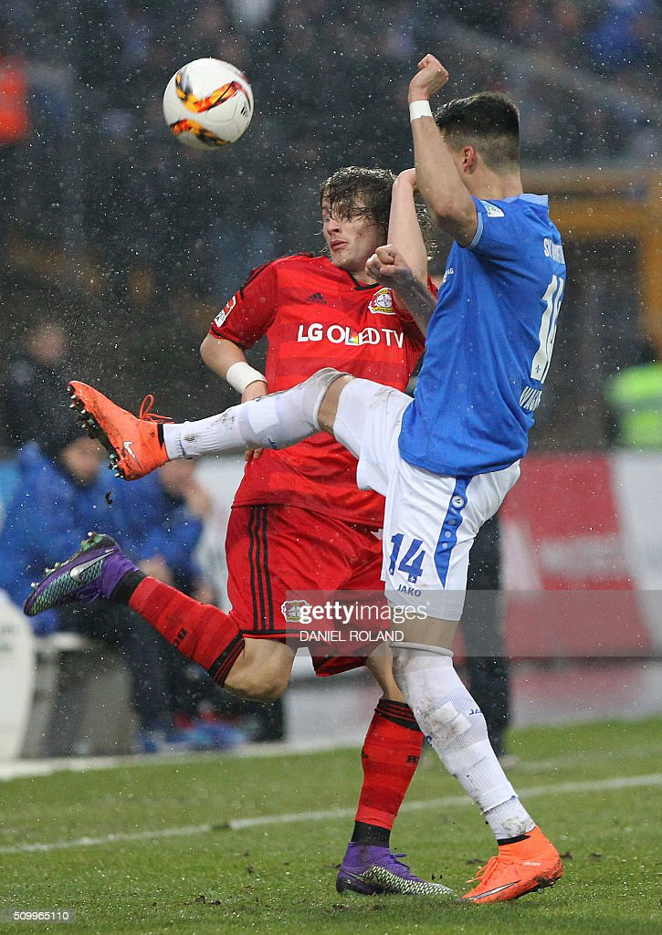 Darmstadt's forward Sandro Wagner (R) and Leverkusen's Croatian defender Tin Jedvaj vie for the ball during the German first division Bundesliga football match SV Darmstadt 98 vs Bayer 04 Leverkusen in Darmstadt, Germany, on February 13, 2016. / AFP / DANIEL ROLAND /