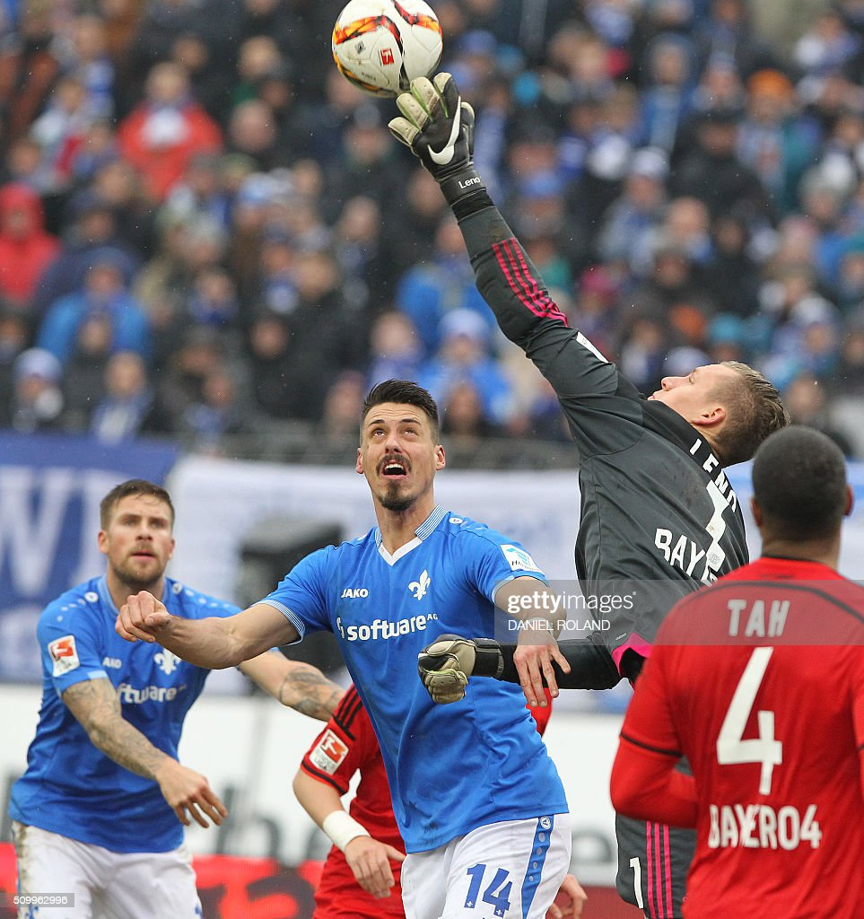 Darmstadt's forward Sandro Wagner celebrates (L) and Leverkusen's goalkeeper Bernd Leno vie for the ball during the German first division Bundesliga football match of SV Darmstadt 98 vs Bayer 04 Leverkusen in Darmstadt, western Germany, on February 13, 2016. / AFP / DANIEL ROLAND /