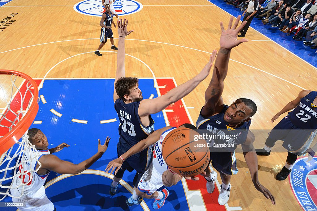 Darrell Arthur #00 of the Memphis Grizzlies atempts to block a shot against the Philadelphia 76ers at the Wells Fargo Center on January 28, 2013 in Philadelphia, Pennsylvania.