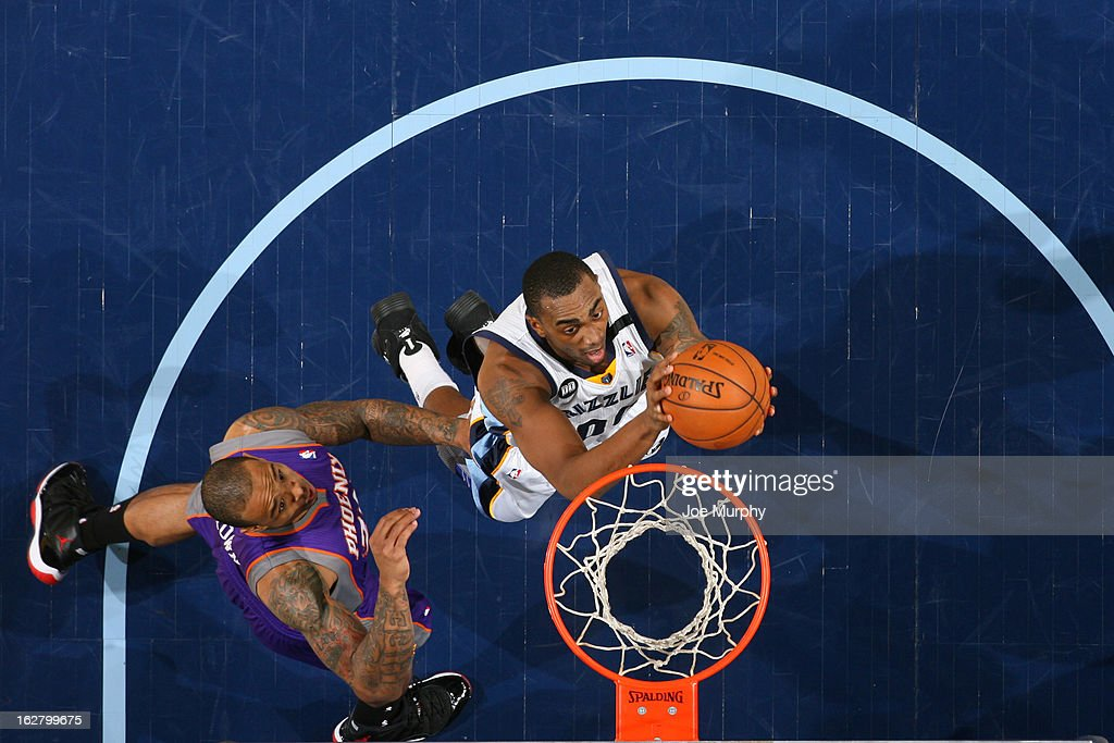 Darrell Arthur #00 of the Memphis Grizzlies drives to the basket against the Phoenix Suns on February 5, 2013 at FedExForum in Memphis, Tennessee.