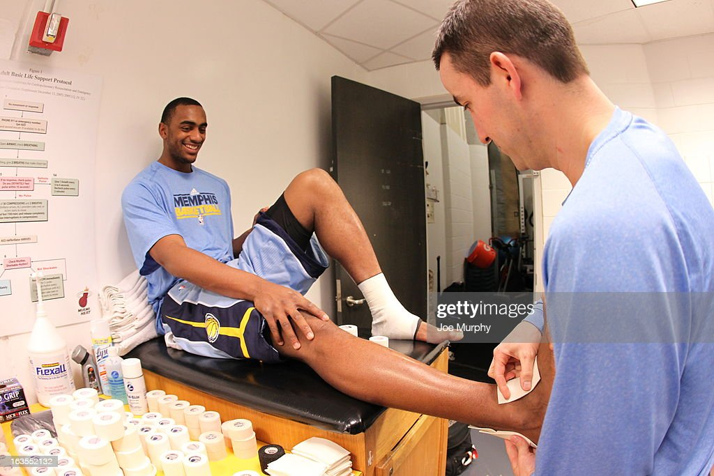 <a gi-track='captionPersonalityLinkClicked' href=/galleries/search?phrase=Darrell+Arthur&family=editorial&specificpeople=4102032 ng-click='$event.stopPropagation()'>Darrell Arthur</a> #00 of the Memphis Grizzlies gets taped before the game against the Miami Heat on March 1, 2013 at American Airlines Arena in Miami, Florida.