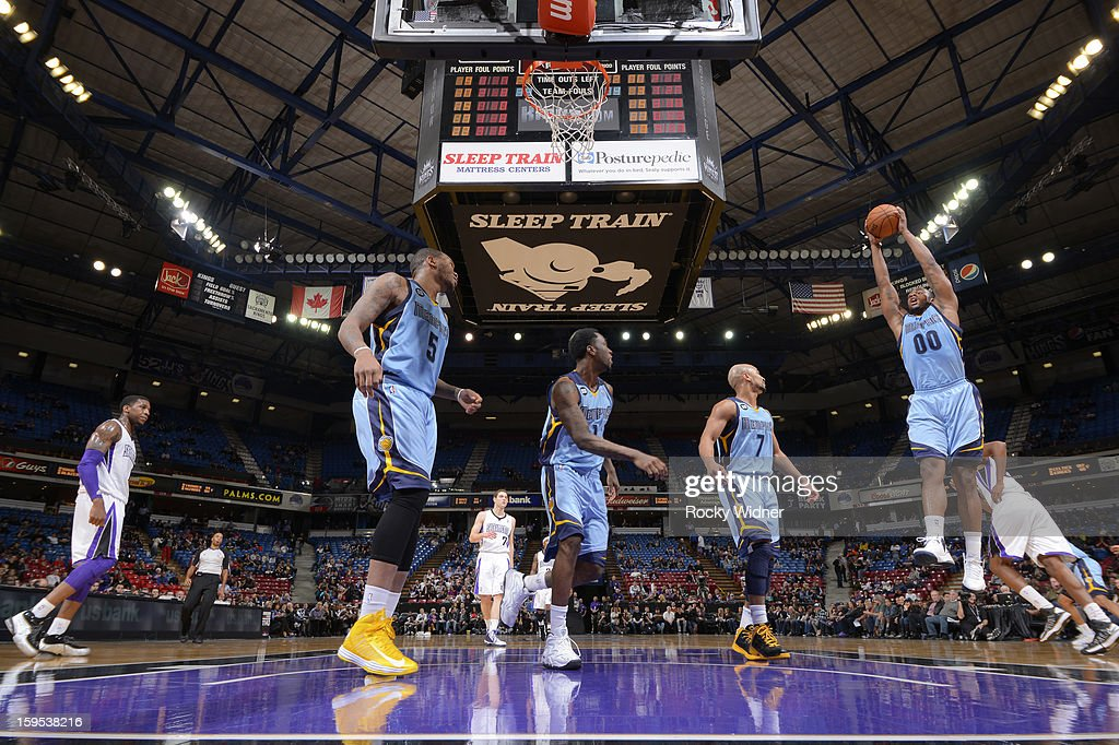 <a gi-track='captionPersonalityLinkClicked' href=/galleries/search?phrase=Darrell+Arthur&family=editorial&specificpeople=4102032 ng-click='$event.stopPropagation()'>Darrell Arthur</a> #00 of the Memphis Grizzlies rebound against the Sacramento Kings on January 7, 2013 at Sleep Train Arena in Sacramento, California.