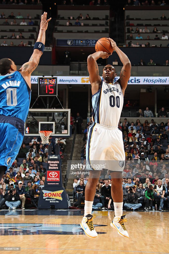 <a gi-track='captionPersonalityLinkClicked' href=/galleries/search?phrase=Darrell+Arthur&family=editorial&specificpeople=4102032 ng-click='$event.stopPropagation()'>Darrell Arthur</a> #00 of the Memphis Grizzlies shoots a jumper against <a gi-track='captionPersonalityLinkClicked' href=/galleries/search?phrase=Shawn+Marion&family=editorial&specificpeople=201566 ng-click='$event.stopPropagation()'>Shawn Marion</a> #0 of the Dallas Mavericks on February 27, 2013 at FedExForum in Memphis, Tennessee.
