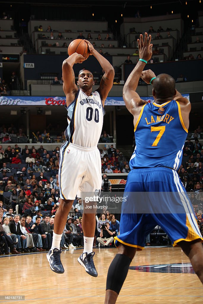 <a gi-track='captionPersonalityLinkClicked' href=/galleries/search?phrase=Darrell+Arthur&family=editorial&specificpeople=4102032 ng-click='$event.stopPropagation()'>Darrell Arthur</a> #00 of the Memphis Grizzlies shoots against <a gi-track='captionPersonalityLinkClicked' href=/galleries/search?phrase=Carl+Landry&family=editorial&specificpeople=4111952 ng-click='$event.stopPropagation()'>Carl Landry</a> #7 of the Golden State Warriors on February 8, 2013 at FedExForum in Memphis, Tennessee.