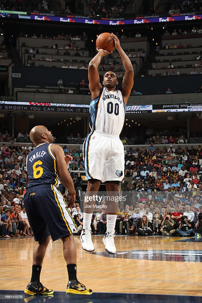 <a gi-track='captionPersonalityLinkClicked' href=/galleries/search?phrase=Darrell+Arthur&family=editorial&specificpeople=4102032 ng-click='$event.stopPropagation()'>Darrell Arthur</a> #00 of the Memphis Grizzlies shoots against <a gi-track='captionPersonalityLinkClicked' href=/galleries/search?phrase=Jamaal+Tinsley&family=editorial&specificpeople=202203 ng-click='$event.stopPropagation()'>Jamaal Tinsley</a> #6 of the Utah Jazz on April 17, 2013 at FedExForum in Memphis, Tennessee.