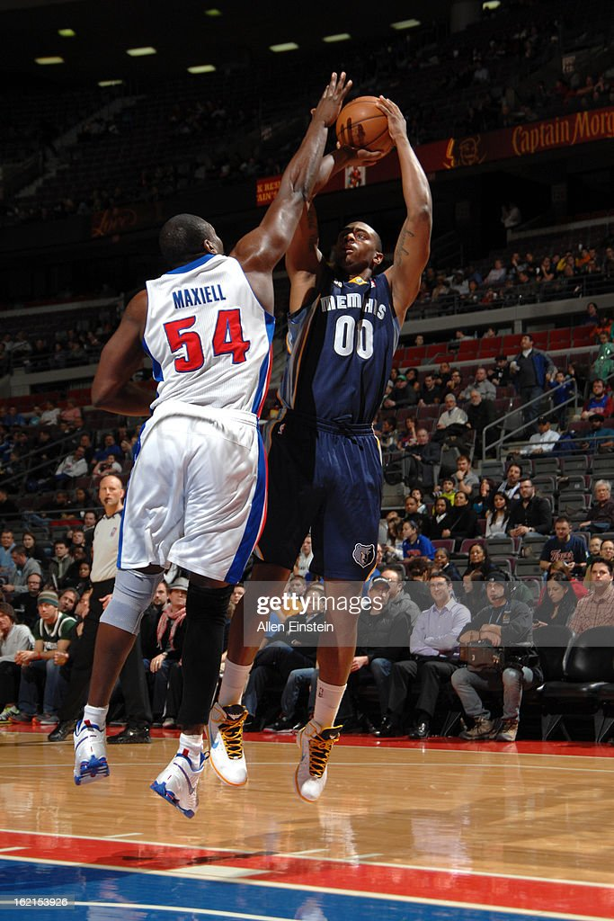 Darrell Arthur #00 of the Memphis Grizzlies shoots against Jason Maxiell #54 of the Detroit Pistons on February 19, 2013 at The Palace of Auburn Hills in Auburn Hills, Michigan.