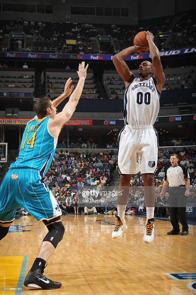 <a gi-track='captionPersonalityLinkClicked' href=/galleries/search?phrase=Darrell+Arthur&family=editorial&specificpeople=4102032 ng-click='$event.stopPropagation()'>Darrell Arthur</a> #00 of the Memphis Grizzlies shoots against Jason Smith #14 of the New Orleans Hornets during the game on April 10, 2011 at FedExForum in Memphis, Tennessee.
