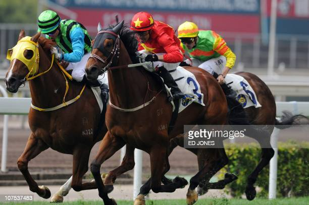 Darren Beadman of Australia leads the pack on his horse King alAkbar during the Tokyo Handicap race of the Hong Kong International Races at the Sha...