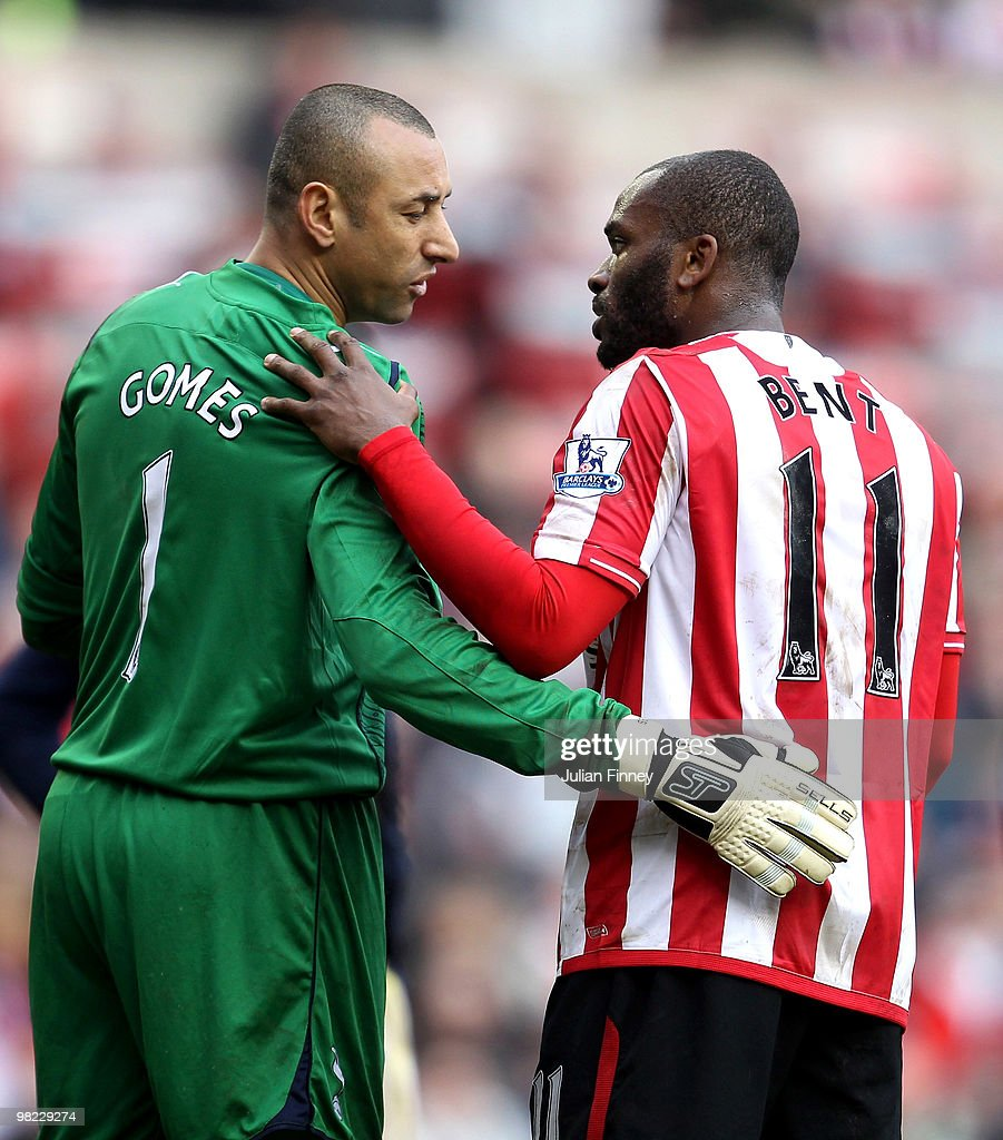 <a gi-track='captionPersonalityLinkClicked' href=/galleries/search?phrase=Darren+Bent&family=editorial&specificpeople=215162 ng-click='$event.stopPropagation()'>Darren Bent</a> of Sunderland has a chat with Spurs goalkeeper Heurelho Gomes during the Barclays Premier League match between Sunderland and Tottenham Hotspur at Stadium of Light on April 3, 2010 in Sunderland, England.