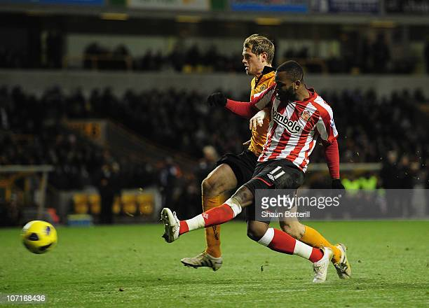 Darren Bent of Sunderland scores during the Barclays Premier League match between Wolverhampton Wanderers and Sunderland at Molineux on November 27...