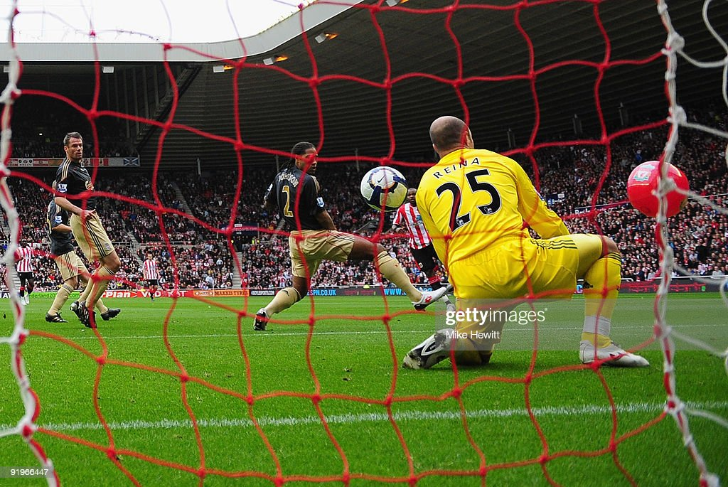 Darren Bent of Sunderland watches as his shot goes between Glen Johnson and Pepe Reina of Liverpool and in to the goal off of a balloon during the...