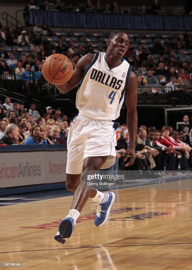 <a gi-track='captionPersonalityLinkClicked' href=/galleries/search?phrase=Darren+Collison&family=editorial&specificpeople=699031 ng-click='$event.stopPropagation()'>Darren Collison</a> #4 of the Dallas Mavericks brings the ball up court against the Washington Wizards on November 14, 2012 at the American Airlines Center in Dallas, Texas.