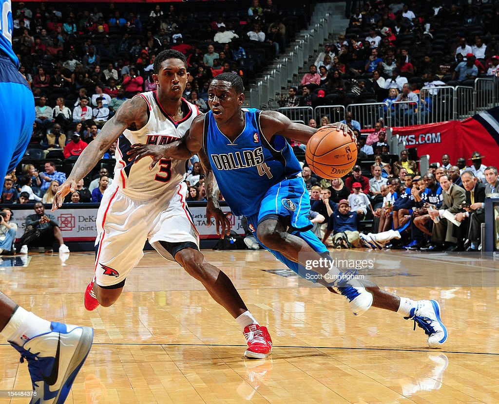<a gi-track='captionPersonalityLinkClicked' href=/galleries/search?phrase=Darren+Collison&family=editorial&specificpeople=699031 ng-click='$event.stopPropagation()'>Darren Collison</a> #4 of the Dallas Mavericks drives to the basket against <a gi-track='captionPersonalityLinkClicked' href=/galleries/search?phrase=Louis+Williams&family=editorial&specificpeople=670315 ng-click='$event.stopPropagation()'>Louis Williams</a> #3 of the Atlanta Hawks at Philips Arena on October 20, 2012 in Atlanta, Georgia.