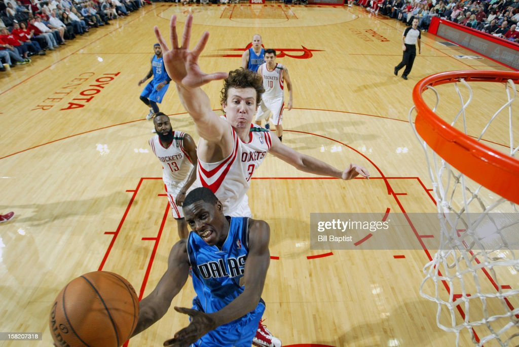 <a gi-track='captionPersonalityLinkClicked' href=/galleries/search?phrase=Darren+Collison&family=editorial&specificpeople=699031 ng-click='$event.stopPropagation()'>Darren Collison</a> #4 of the Dallas Mavericks drives to the basket against <a gi-track='captionPersonalityLinkClicked' href=/galleries/search?phrase=Omer+Asik&family=editorial&specificpeople=4946055 ng-click='$event.stopPropagation()'>Omer Asik</a> #3 of the Houston Rockets on December 8, 2012 at the Toyota Center in Houston, Texas.
