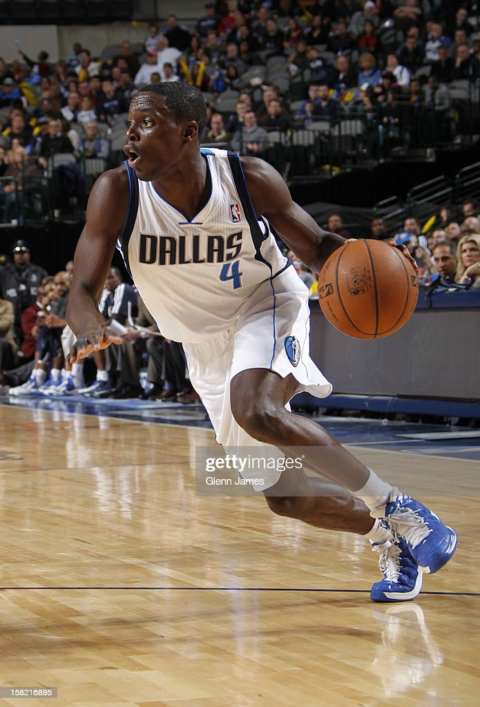 <a gi-track='captionPersonalityLinkClicked' href=/galleries/search?phrase=Darren+Collison&family=editorial&specificpeople=699031 ng-click='$event.stopPropagation()'>Darren Collison</a> #4 of the Dallas Mavericks drives to the basket against the Sacramento Kings on December 10, 2012 at the American Airlines Center in Dallas, Texas.