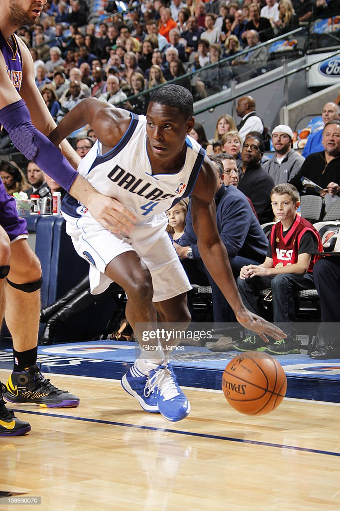<a gi-track='captionPersonalityLinkClicked' href=/galleries/search?phrase=Darren+Collison&family=editorial&specificpeople=699031 ng-click='$event.stopPropagation()'>Darren Collison</a> #4 of the Dallas Mavericks drives to the basket against the Los Angeles Lakers on November 24, 2012 at the American Airlines Center in Dallas, Texas.