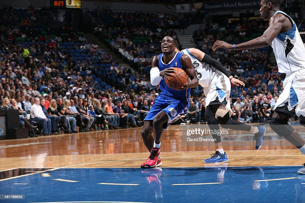 Darren Collison #2 of the Los Angeles Clippers drives to the basket against the Minnesota Timberwolves on March 31, 2014 at Target Center in Minneapolis, Minnesota.