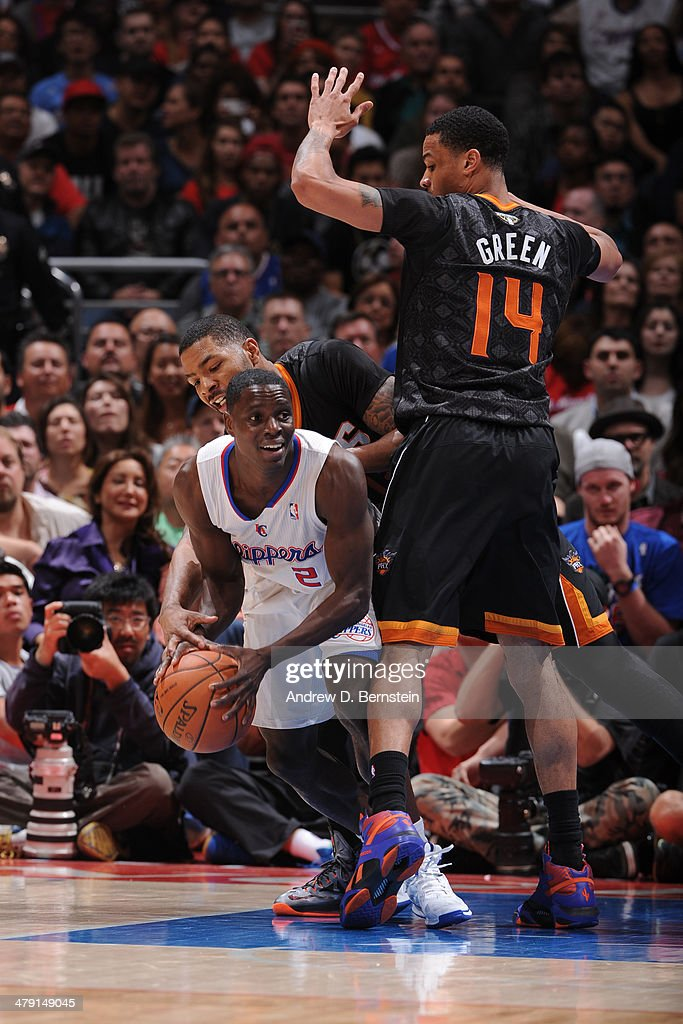 <a gi-track='captionPersonalityLinkClicked' href=/galleries/search?phrase=Darren+Collison&family=editorial&specificpeople=699031 ng-click='$event.stopPropagation()'>Darren Collison</a> #2 of the Los Angeles Clippers looks to pass the ball against the Phoenix Suns at Staples Center on March 10, 2014 in Los Angeles, California.
