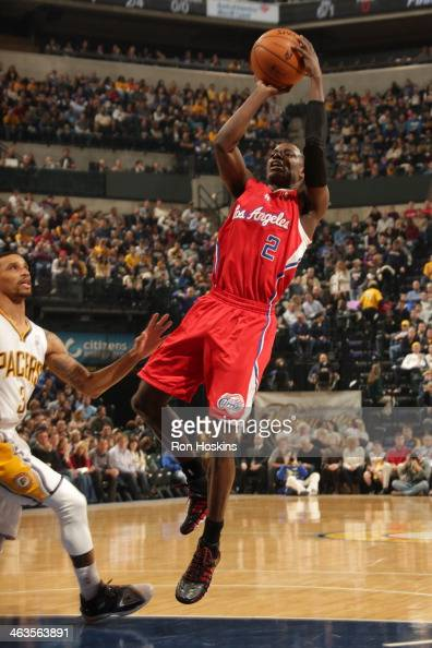 Darren Collison of the Los Angeles Clippers shoots against the Indiana Pacers at Bankers Life Fieldhouse on January 18 2014 in Indianapolis Indiana...