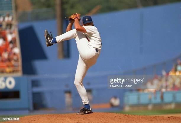 Darren Dreifort of the Los Angeles Dodgers pitches at Dodger Stadium circa 1999 in Los Angeles California
